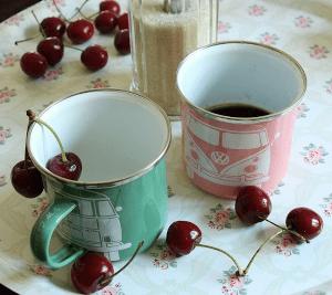 duo de mug retro vintage avec combi volkswagen