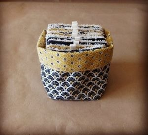 coton à démaquiller réutilisables dans une boite fait main
