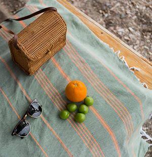fouta de plage orange et olive