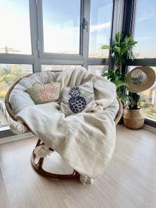 plaid en laine blanc à pompon