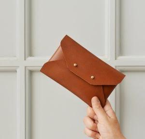 pochette cuir - Beaux Cadeaux