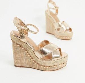 chaussures à talons compensés dorés