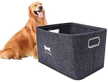 coffre en feutrine gris pour ranger les jouets du chien